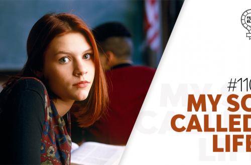 Imagem da protagonista do seriado My So Called Life olhando para a câmera, ao lado do nome da série e do número #110